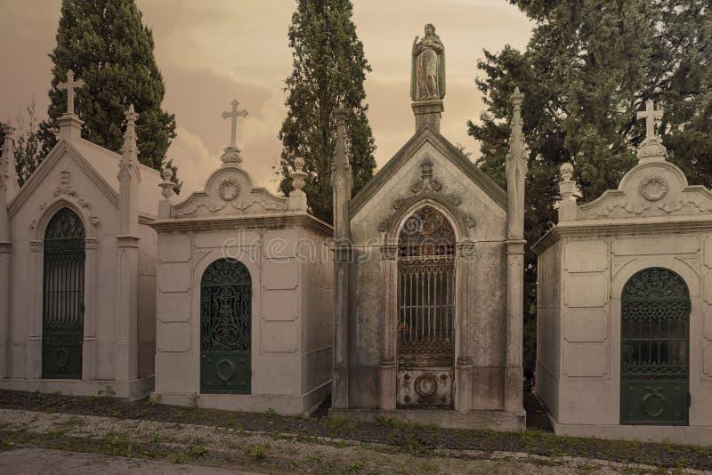 Vieilles tombes de cimetière photographie stock libre de droits