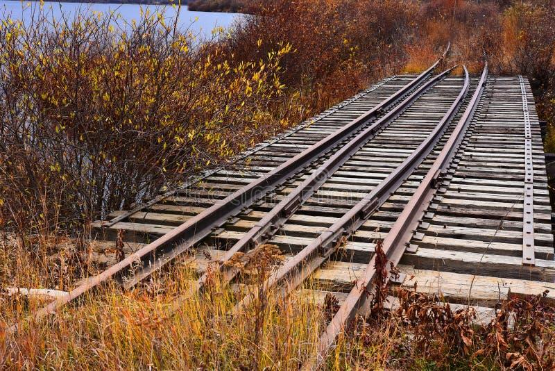 Vieilles voies ferroviaires abandonnées image libre de droits