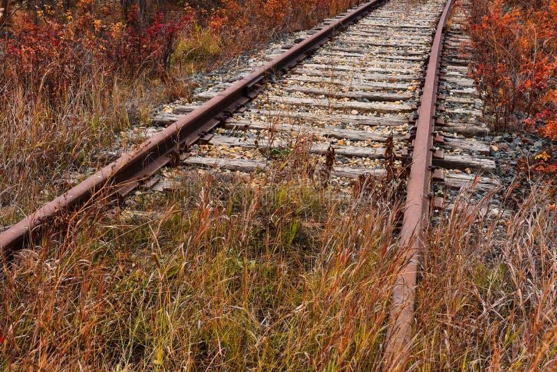 Vieilles voies ferroviaires abandonnées photographie stock