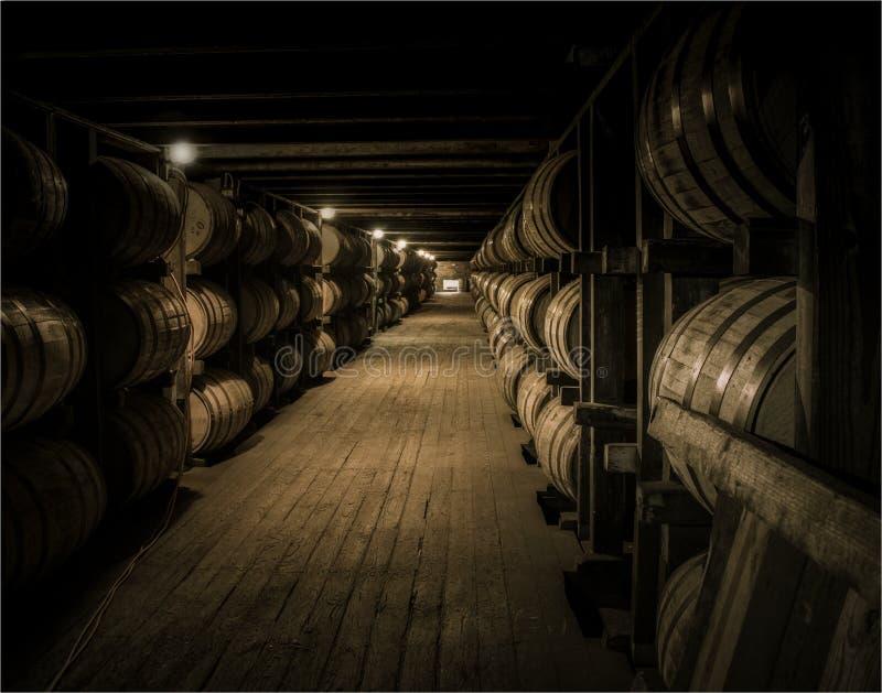 Vieillissement de Bourbon dans le rickhouse images libres de droits