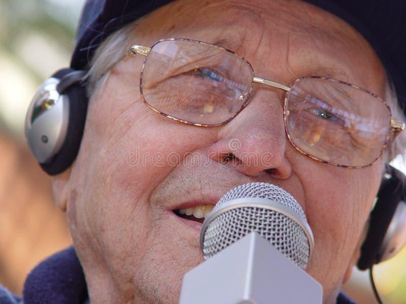 Download Vieillissement Heureusement Image stock - Image du visage, écouteurs: 59527