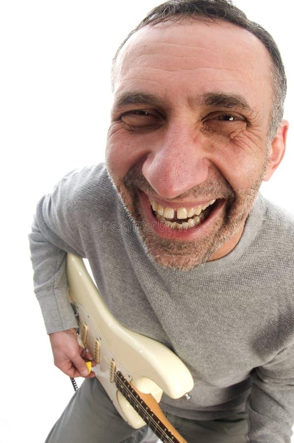 vieillissez la vue moyenne de joueur d'homme de guitare de poissons d'oeil image libre de droits
