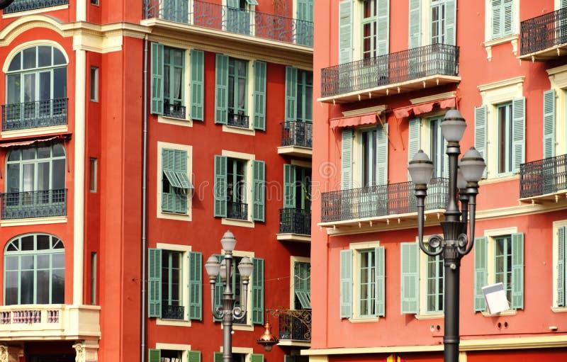 Vieja arquitectura de la ciudad de Niza en riviera francesa fotos de archivo