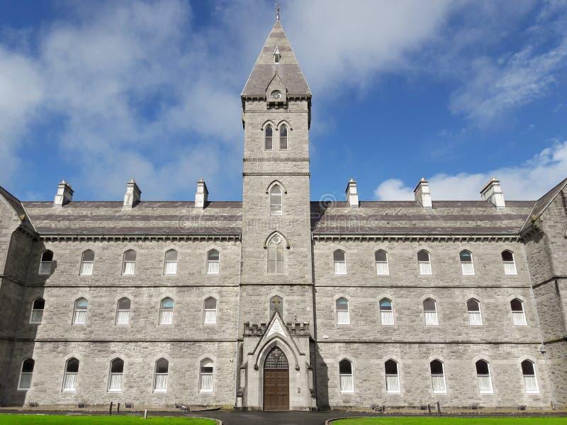 Vieja arquitectura de piedra histórica irlandesa hermosa, condado Clare, I imagen de archivo