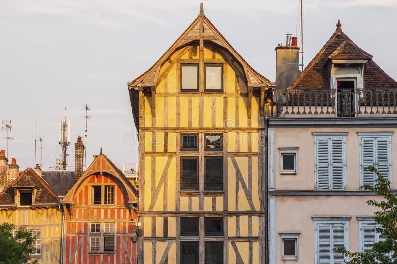 Vieja arquitectura de Troyes en la puesta del sol imágenes de archivo libres de regalías