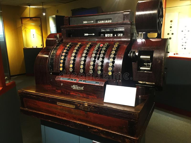 Vieja caja registradora de madera antigua imagenes de archivo