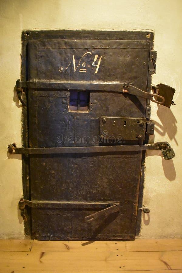 Vieja celda de prisión durante épocas medievales imagen de archivo libre de regalías