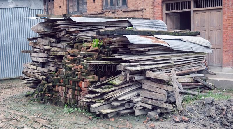 Vieja colección de madera después de la demolición fotografía de archivo