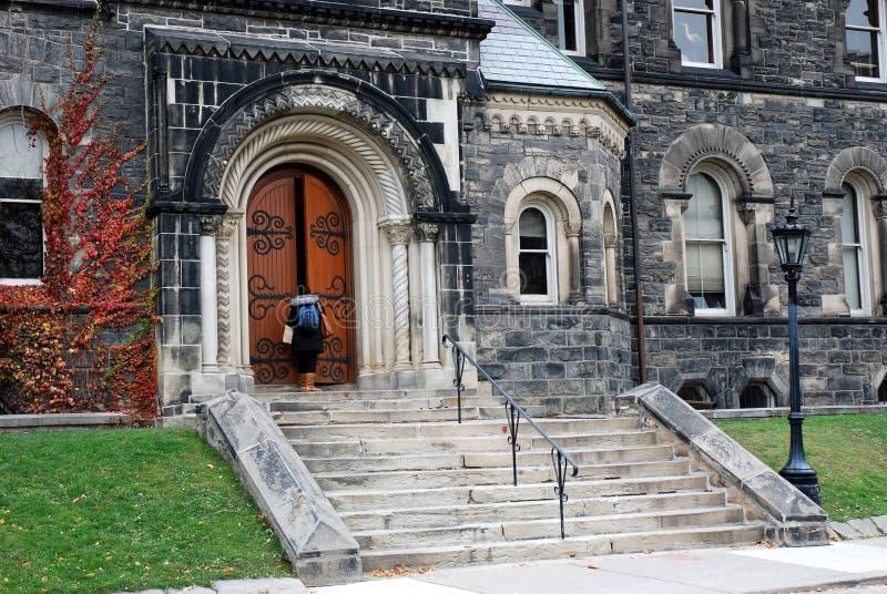Download Vieja Entrada De La Universidad Foto de archivo - Imagen de puerta, rojo: 7151430