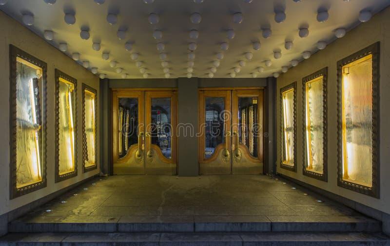 Vieja entrada del teatro imágenes de archivo libres de regalías
