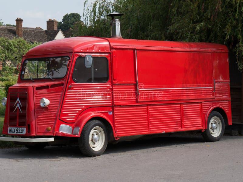 Vieja entrega roja y camión del helado fotos de archivo libres de regalías