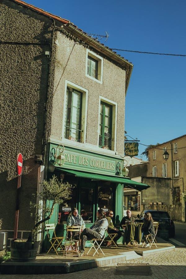 Vieja esquina de calle en la ciudad de Clisson en el viñedo cerca de la ciudad de Nantes, Bretaña, Francia arquitectura típica de fotografía de archivo libre de regalías