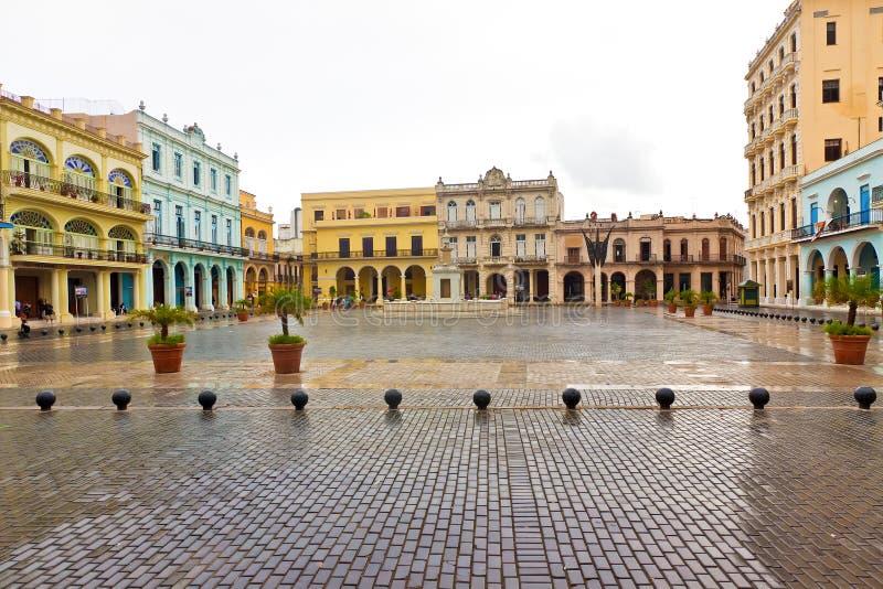 vieja för gammal plaza för havana lalandmark regna royaltyfri bild
