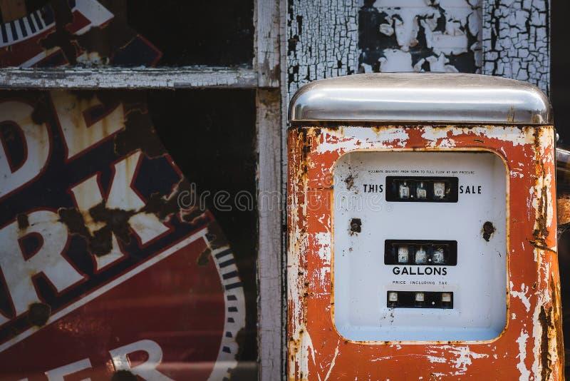 Vieja gasolinera fotos de archivo libres de regalías