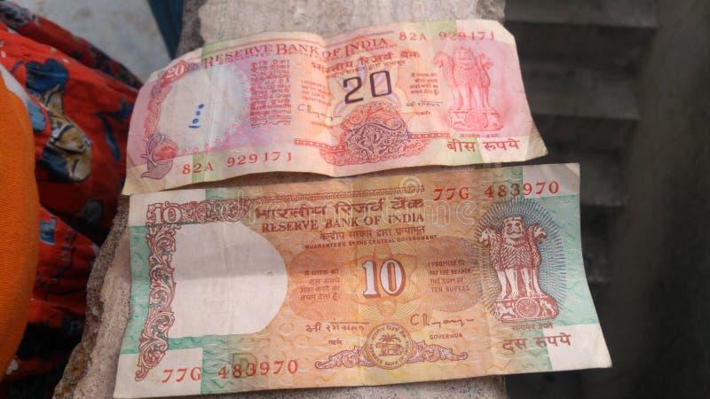 Vieja moneda de la India 20 rupias y 10 rupias de nota imágenes de archivo libres de regalías