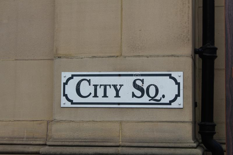 Vieja muestra de calle imagenes de archivo