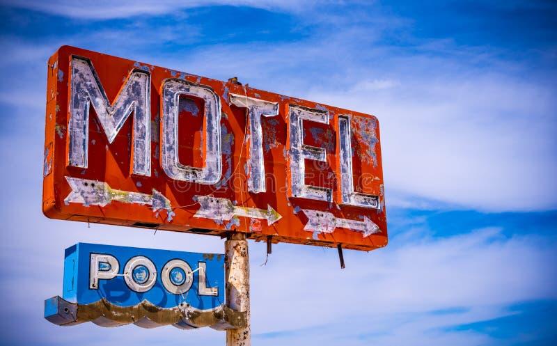 Vieja muestra del motel del vintage imagen de archivo