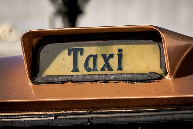Vieja muestra del taxi fotos de archivo