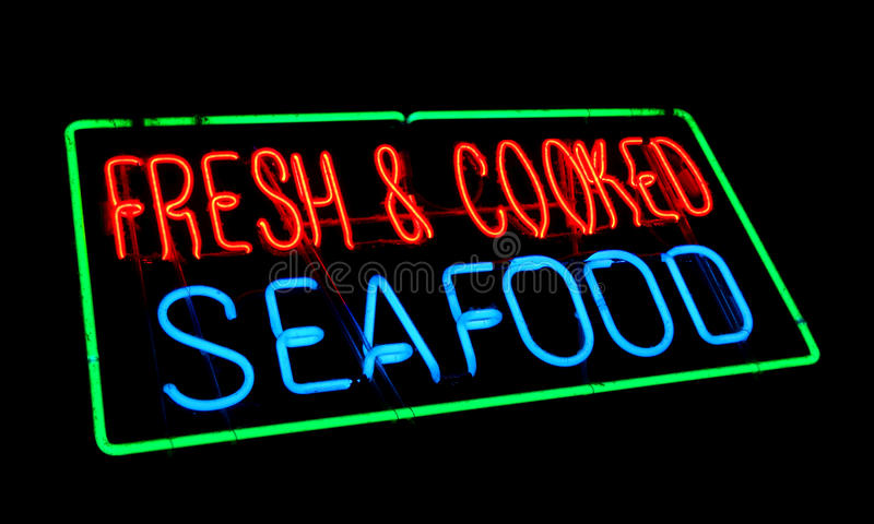 Vieja muestra fresca y cocinada de la tienda de la luz de neón de los mariscos imágenes de archivo libres de regalías