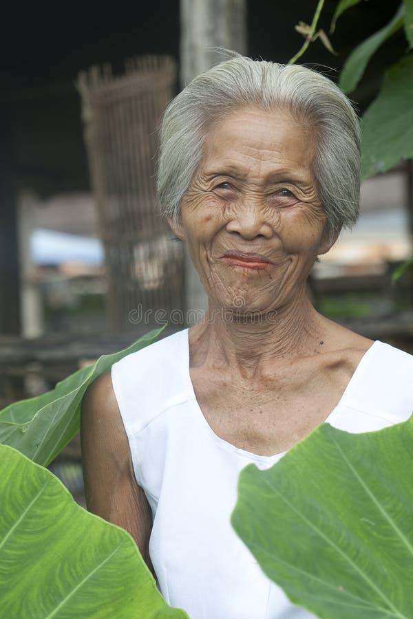 Vieja mujer asiática del retrato imágenes de archivo libres de regalías