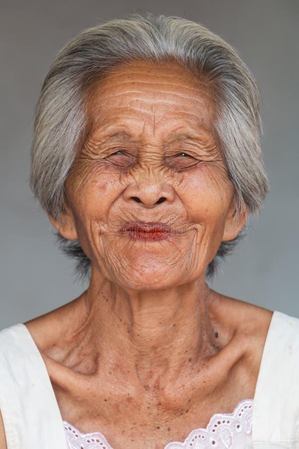 Vieja mujer asiática del retrato foto de archivo