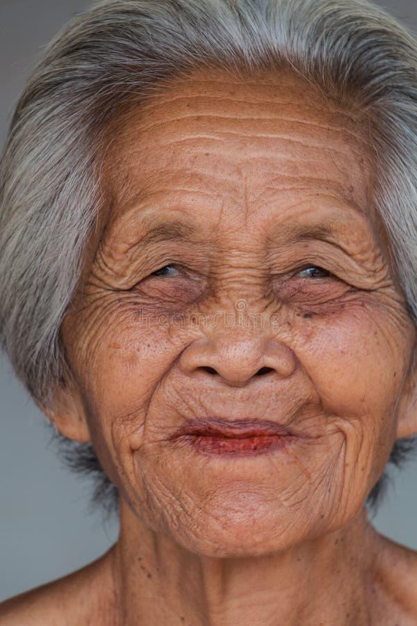 Vieja mujer asiática del retrato fotografía de archivo libre de regalías