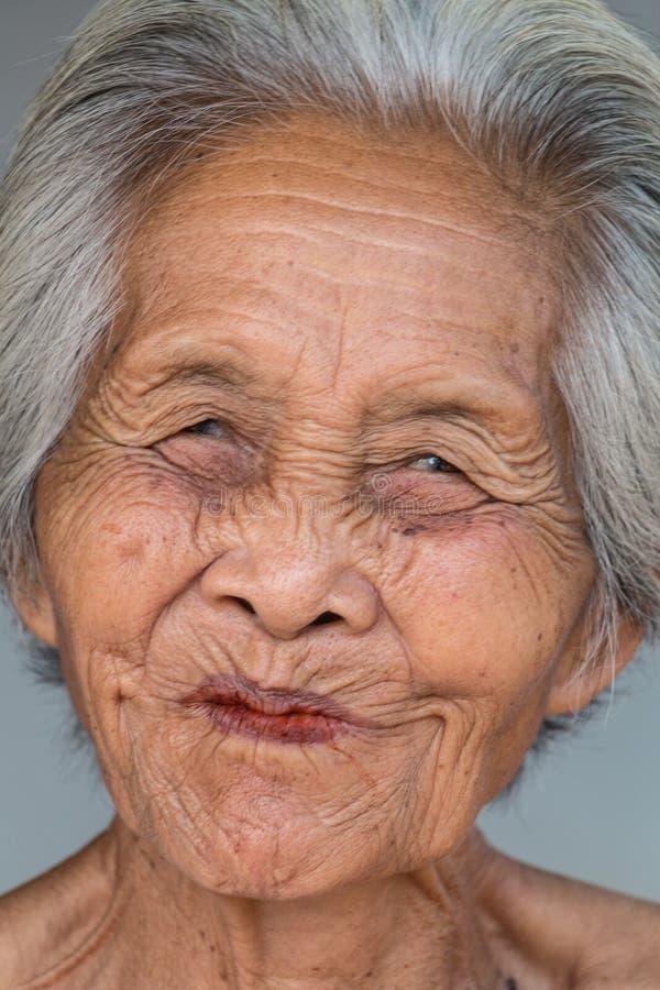 Vieja mujer asiática del retrato foto de archivo libre de regalías