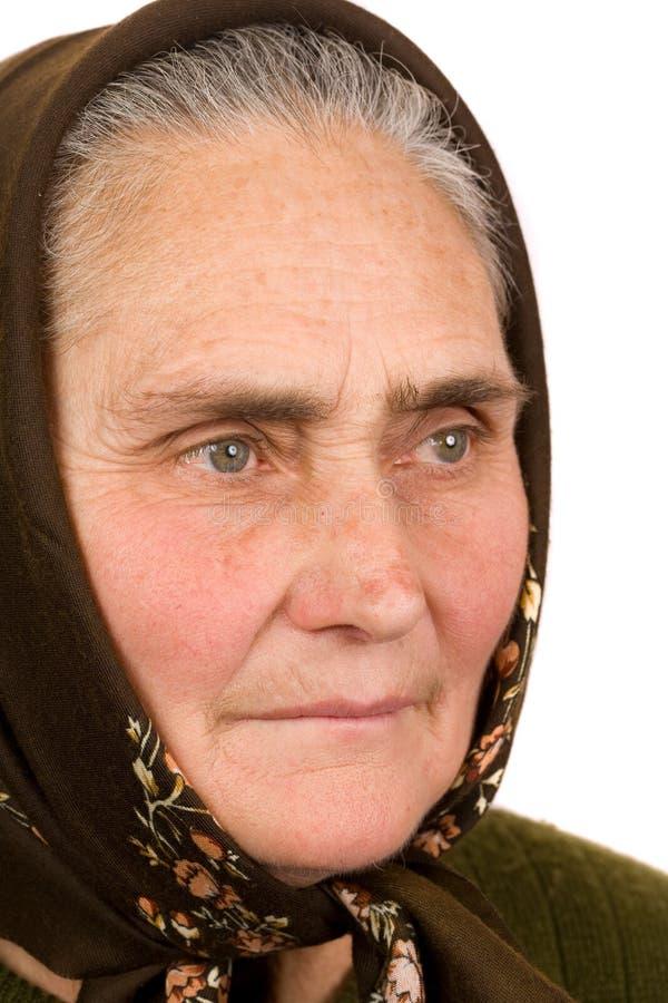 Vieja mujer campesina imagen de archivo