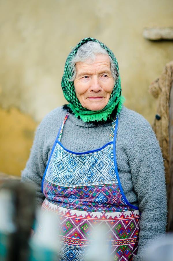 Vieja mujer campesina imagen de archivo libre de regalías