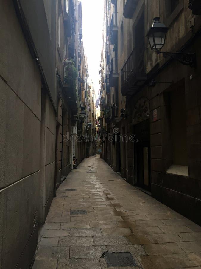 Vieja opinión de la calle del centro de ciudad de Barcelona imagen de archivo