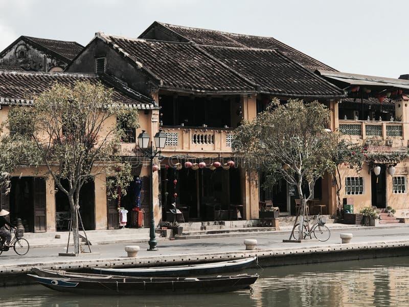 Vieja opinión de la orilla de Hoi An de la ciudad foto de archivo libre de regalías
