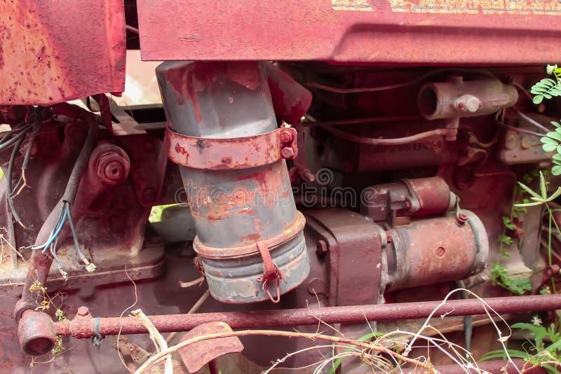 vieja pieza del tractor, motor para un tractor viejo foto de archivo libre de regalías