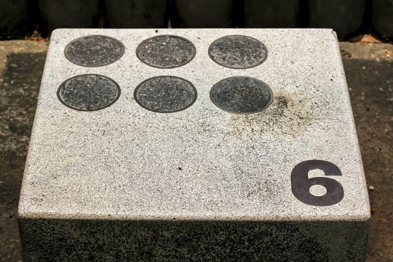 Vieja plataforma del mortero para saltar en la piscina imágenes de archivo libres de regalías