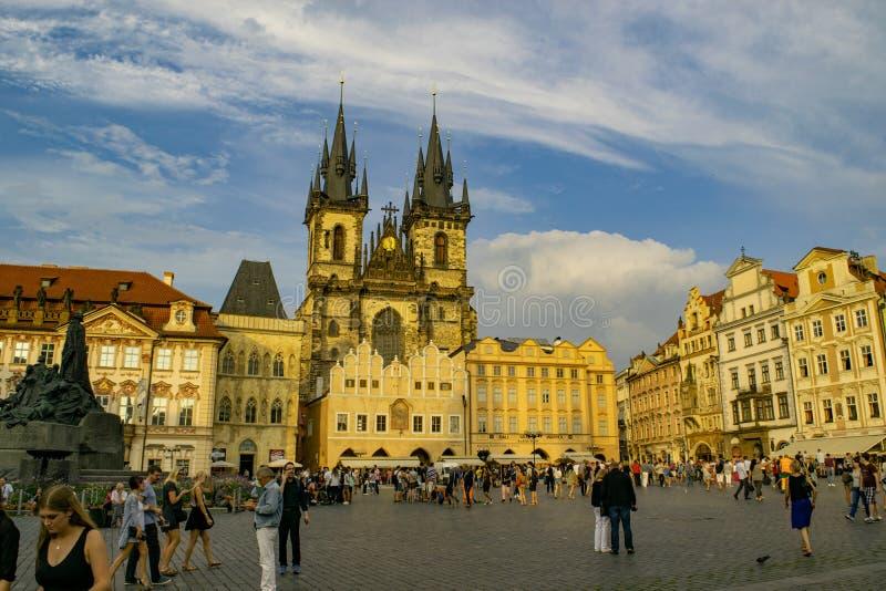Vieja plaza, en Praga foto de archivo