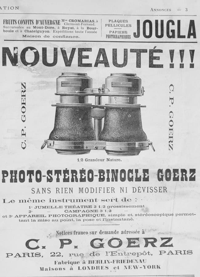 Vieja publicidad francesa en los prismáticos del teatro de fines del siglo diecinueve imágenes de archivo libres de regalías
