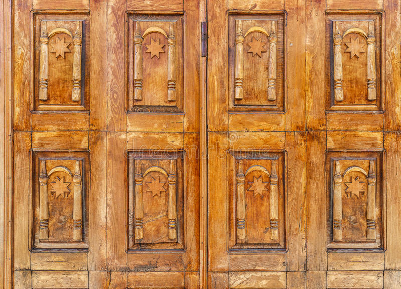 Vieja puerta de madera con el candado foto de archivo libre de regalías