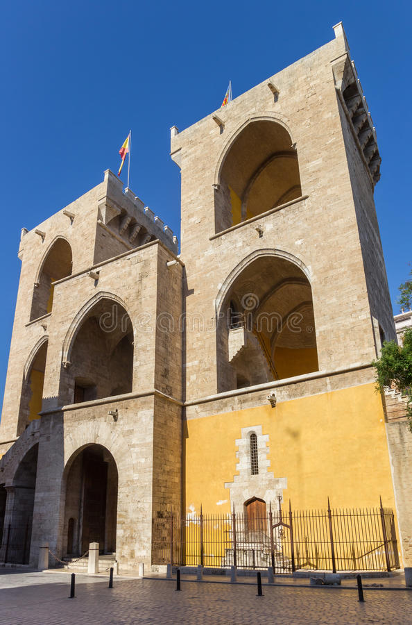 Vieja puerta Torres de Quart de la ciudad en Valencia imagen de archivo libre de regalías