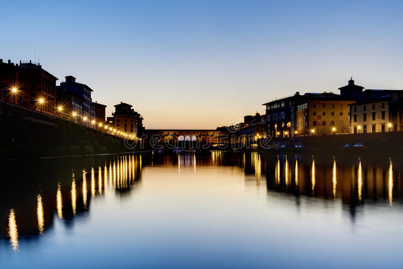 Vieja puesta del sol de Florencia del puente foto de archivo