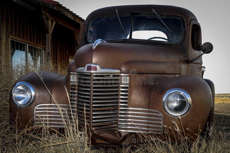 Vieja ruina del coche imagen de archivo