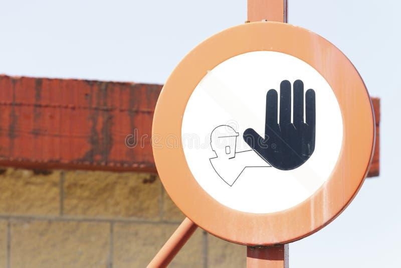 Vieja señal de tráfico Propiedad privada en el muelle imagenes de archivo