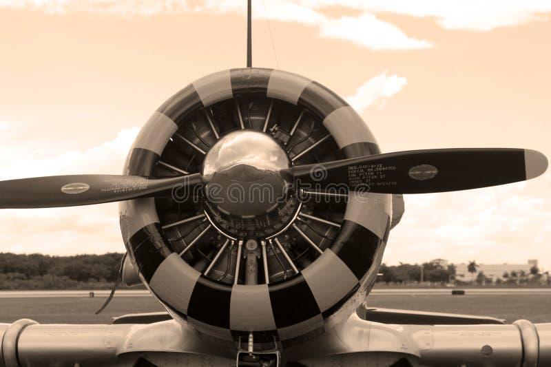 Vieja sepia del motor del avión de combate fotografía de archivo libre de regalías