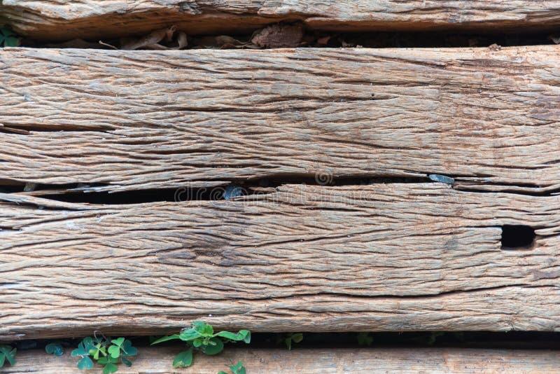 Vieja textura de madera agrietada resistida del lazo de ferrocarril fotos de archivo