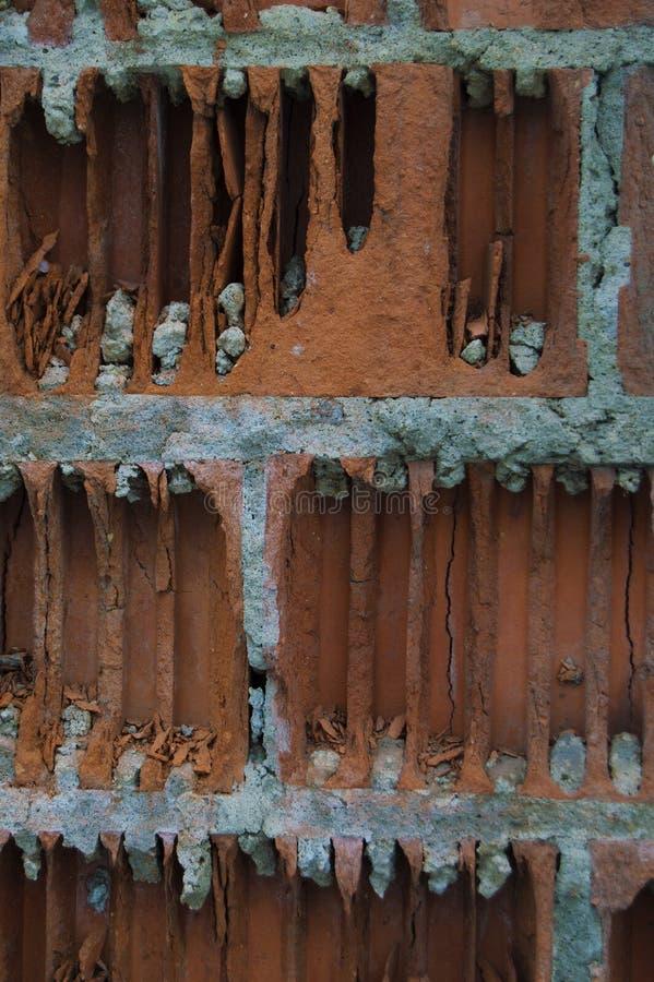 Vieja vertical de la pared de ladrillo imagen de archivo