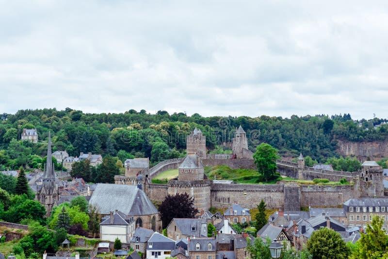 Vieja visita turística de excursión, castillo y fuerte de la ciudad de Fougeres Pueblo francés de Bretaña foto de archivo