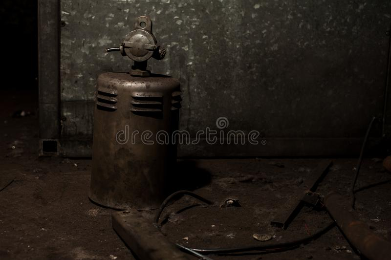 Vieja y aherrumbrada pieza de metales pesados de maquinaria industrial foto de archivo libre de regalías