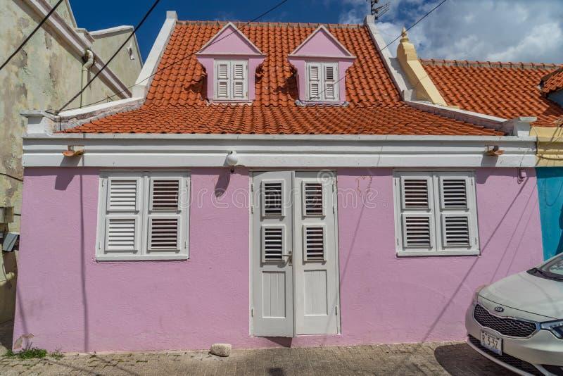 Viejas opiniones constructivas rosadas de Otrobanda Curaçao foto de archivo libre de regalías