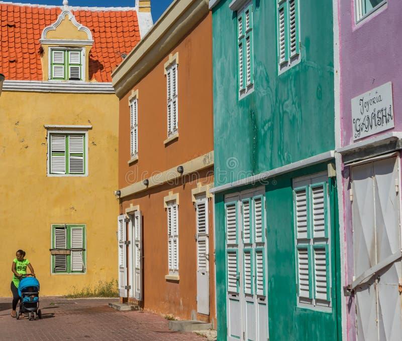 Viejas opiniones renovadas de Curaçao del anda de la calle fotos de archivo