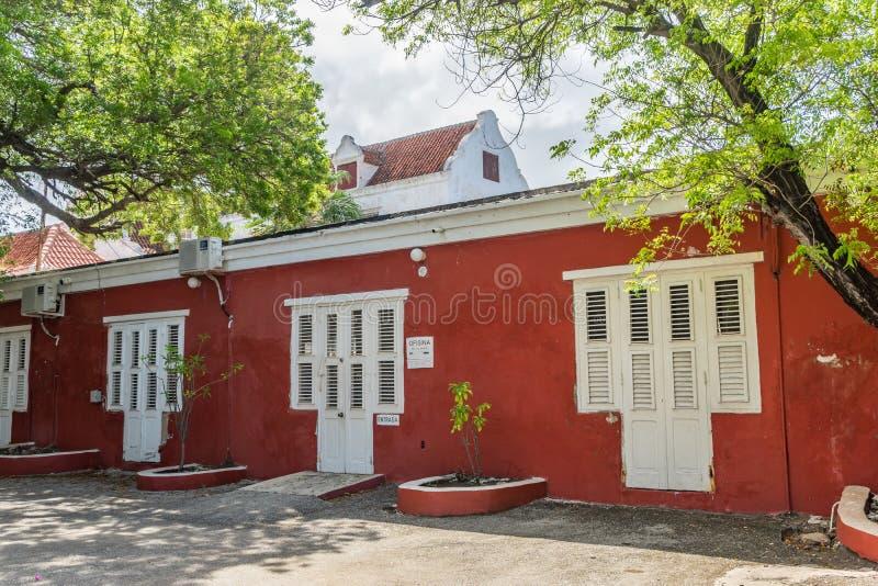 Viejas opiniones rojas de Otrobanda Curaçao de la calle foto de archivo