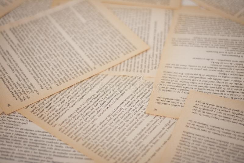 Viejas páginas del libro amarillo, fondo imágenes de archivo libres de regalías