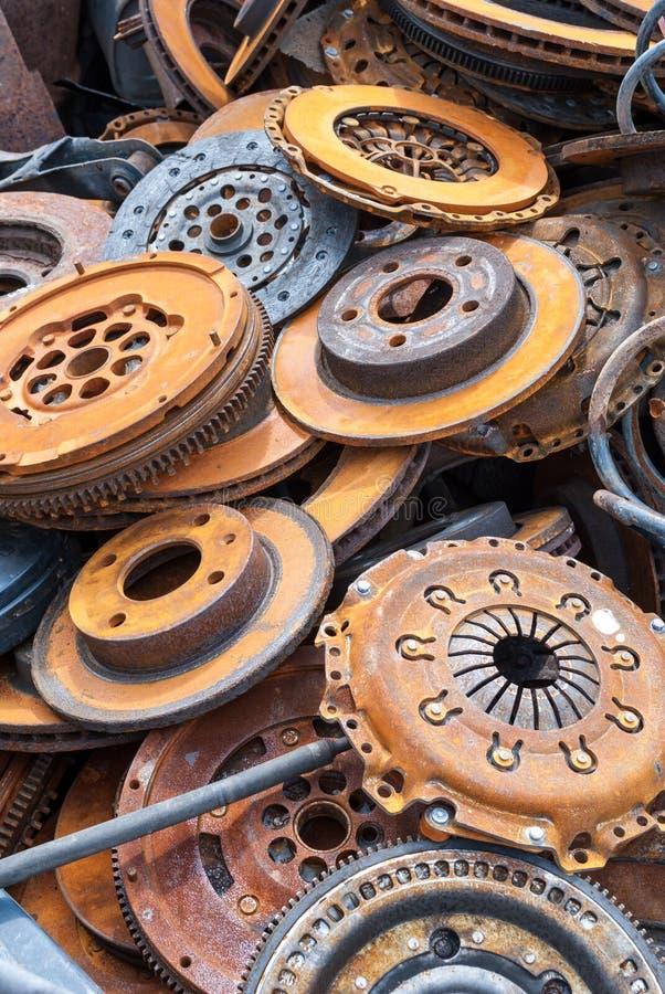 Viejas piezas oxidadas del coche fotografía de archivo